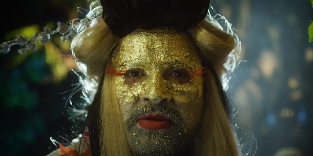 Drag Queen im Geisha-Kostüm